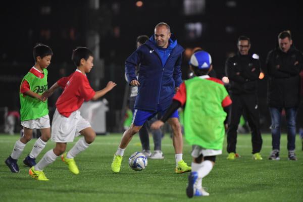 イニエスタ選手独自のサッカーアカデミーが「六甲アイランド校」を開校! 体験会参加者と入会者を募集中