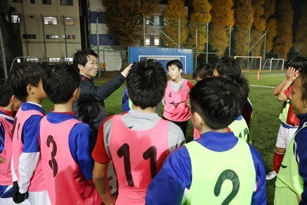 判断力がある子は中学でグッと伸びることも。三菱養和のコーチに聞く、サッカーの判断力を高める方法