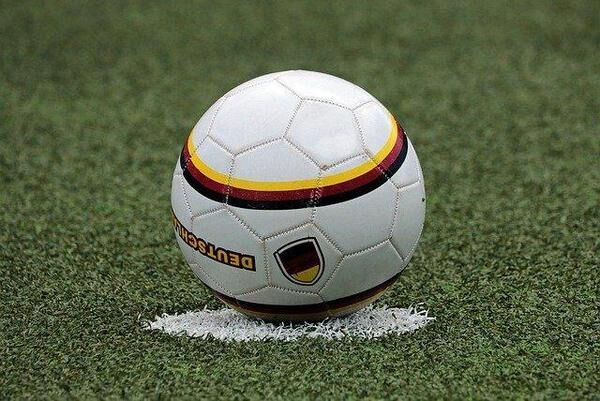 小学生のサッカーボールのサイズは?ボールの選び方も解説