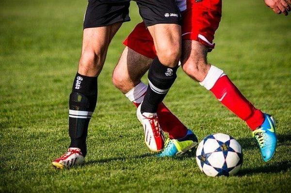 サッカーの練習着の種類は? 具体的な選び方も解説