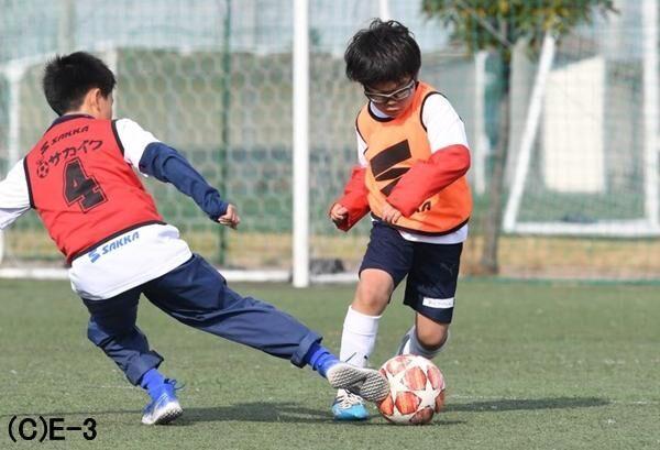 つらい目のかゆみ、鼻のグズグズにさよなら! サッカー少年を悩ます花粉症は治る時代。その方法とは