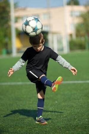 ヘディングは禁止すべき?適切な練習は? 日本サッカー協会が発表した年代別ヘディング習得のためのガイドライン【幼児~4年生編】
