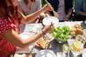 飲み会での料理の取り分けは効果ナシ!? 実は〝もうモテない〟幻のテク9