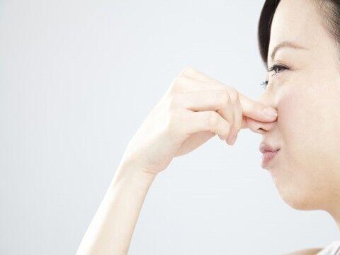 頭皮が臭い原因は?女性のための対策と頭皮ケア