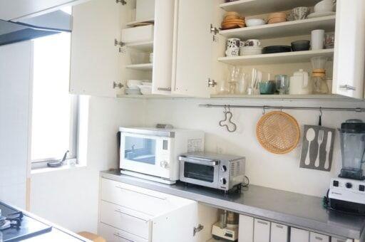 たった2歩で全部できる!10年使ってわかった「狭いキッチン」のメリットと収納術
