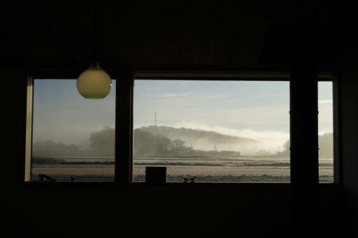 我が家の東側の窓からの景色