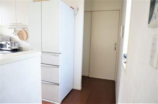 まとめ買い派に嬉しい!三菱の「薄型冷蔵庫」のスゴい新機能って?