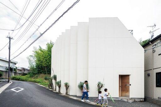 おもしろ外観の家13枚の壁でできた家