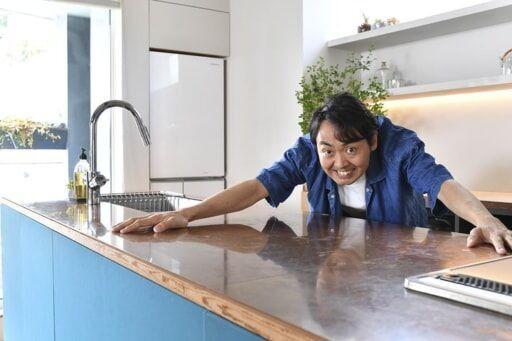 家好き芸人、アンガールズ・田中さんが建築家の自邸を突撃取材!【住まいの設計2018年9月号】
