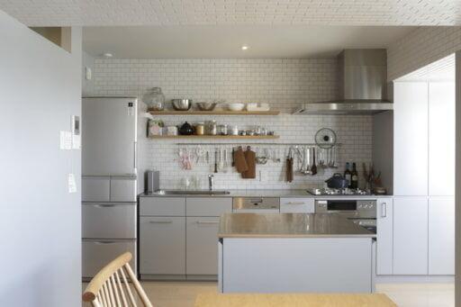 作業台のあるキッチン