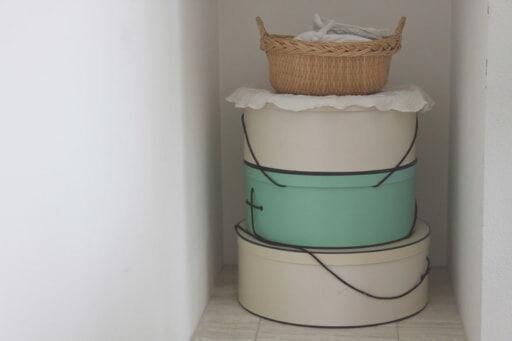 帽子の丸い箱は、重ねて使えるので便利