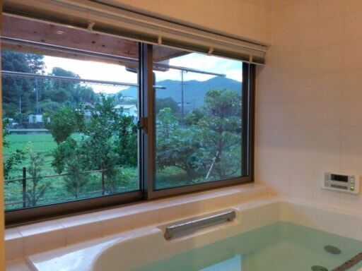 夕方のお風呂の窓