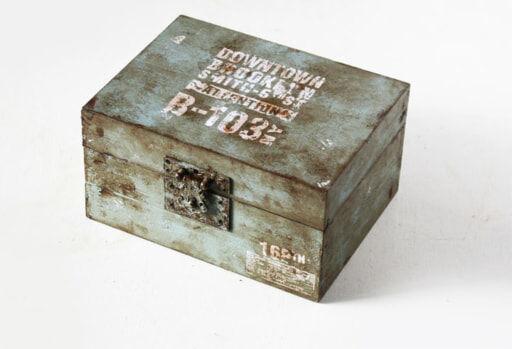 100均の木製トレイで「ミリタリーボックス」をDIY!塗装がポイント!