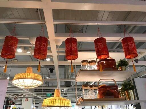 IKEAの赤いランタン