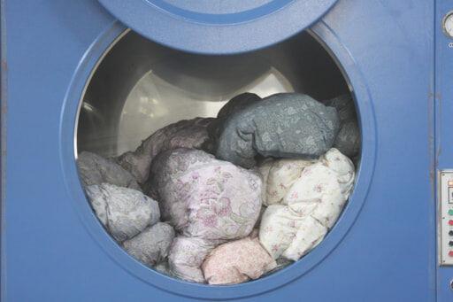 平台乾燥の後、大きな乾燥機の熱風で一気に乾燥、殺菌します