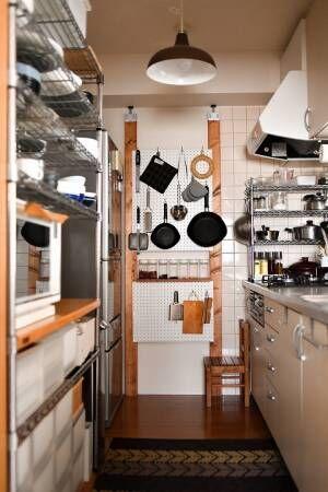 キッチン壁に2×4で有孔ボード設置