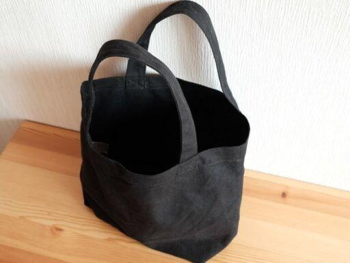 黒の帆布トートバッグ