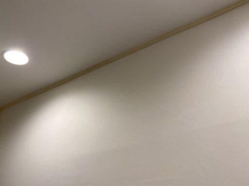 天井部分をマスキングテープで養生したところ
