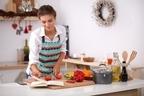 スムージーは1回分を冷凍!1人分の料理が時短できる9つの小技