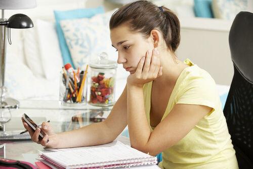 10代の情緒不安定は経験値&年齢の上昇とともに緩和すると判明