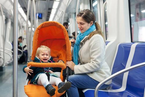 電車内でベビーカーたたまなくてOK!これで出生率●●%アップ