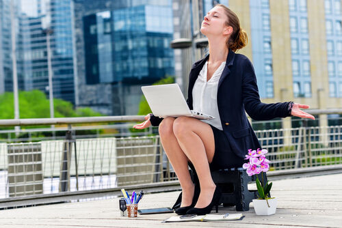 38%が証言!会社員は誰かのほんの一言で救われて自信になる