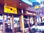 チェンマイ旧市街、ターペー門正面の老舗カフェで朝食を。
