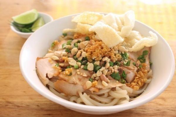 ホーチミンでホイアンの名物麺・カオラウを食べよう!~その2「Hoi An Quan」~