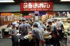 行列覚悟!老舗の超有名店で食すコク深い「パッタイ(タイ風焼きそば)」