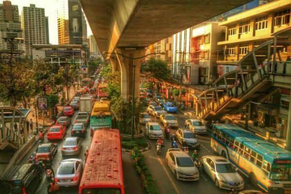 バンコクを縦横無尽にバスは走るよ何処までも…