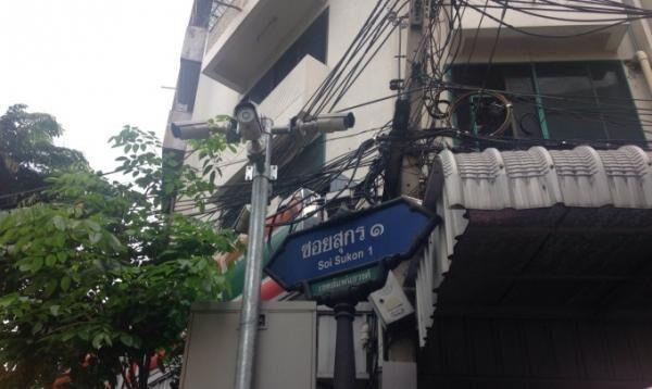 タイの庶民の味!バンコクで人気のカオムーデーン専門店