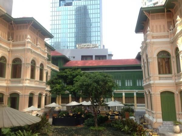 バンコクのWホテル敷地内に佇むコロニアル建築レストランでランチ