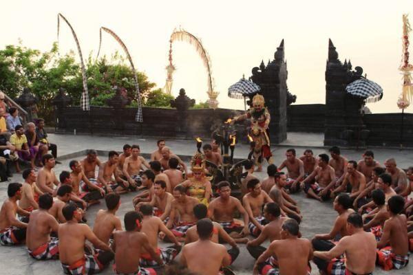 絶景夕日スポットで観るバリ伝統舞踊「ケチャッ」[動画あり]
