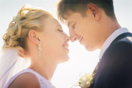 【結婚】プロポーズのタイミングはいつが多いの?新婚旅行はどこが人気?〜結婚に関する3つの事実
