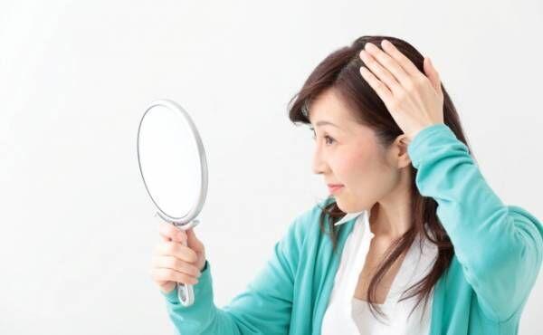 40代で抜け毛が増加!光るつむじを隠したい私の対策とは【体験談】