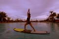 沖縄のガーデンプールで水上ヨガを体験