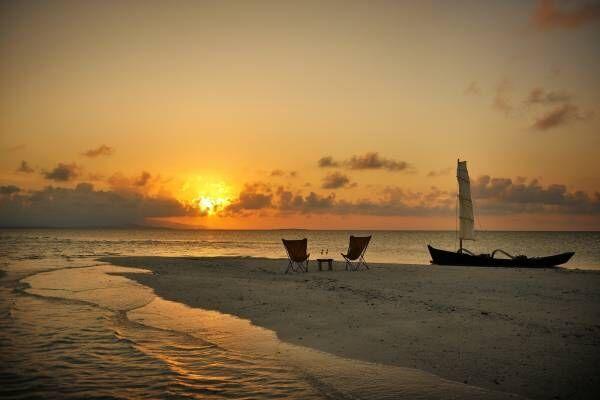 【星のや竹富島】干潮時のみ現れるサンゴ砂の島で、2人きりの夕日ツアーを