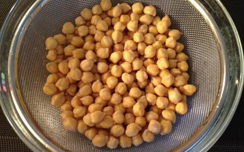 子どもにも大人にも好評!ひよこ豆の揚げ団子、ファラフェル
