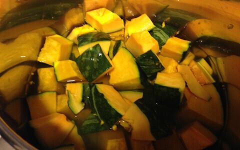 ハロウィーンにおすすめ! 1歳から食べられる、圧力鍋でつくるなめらかパンプキンスープのレシピ