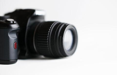 はじめての一眼レフ 本体購入と同時に買うもの厳選4選(ママのためのカメラ選び2)