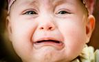 忙しい時間帯なのに…赤ちゃんの黄昏泣きにどう対応する?