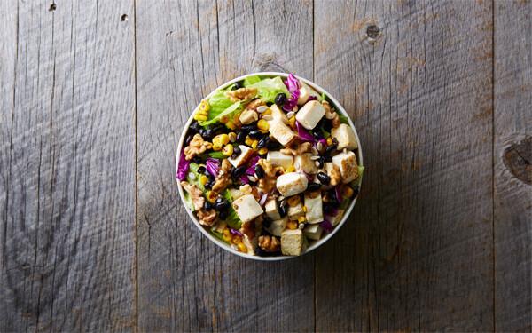 フォークではなくスプーンで食べる!新感覚のサラダ