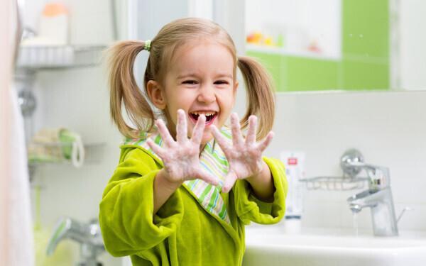 風邪やインフルエンザなど、感染症の予防は、正しい手洗い・うがいから