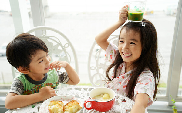 子どもに「おいしいな、食べるって楽しいな、幸せだな」という気持ちを味わわせることは、好き嫌いをなくそうと努力するよりも大事なことかもしれません。