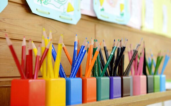 幼稚園卒の子どものほうが、保育園卒の子どもよりも学力テストの成績が高いのは本当か?