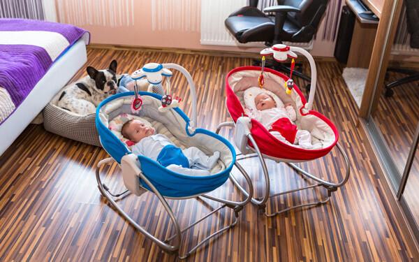 双子育児は、ひとり育児とは違う部分がたくさん。当然必要なものも違います。