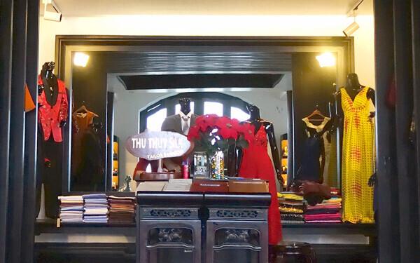 ベトナムでは服のオーダーメイドが盛ん。自分に合った服を作るのが旅行者のあいだでも人気です。