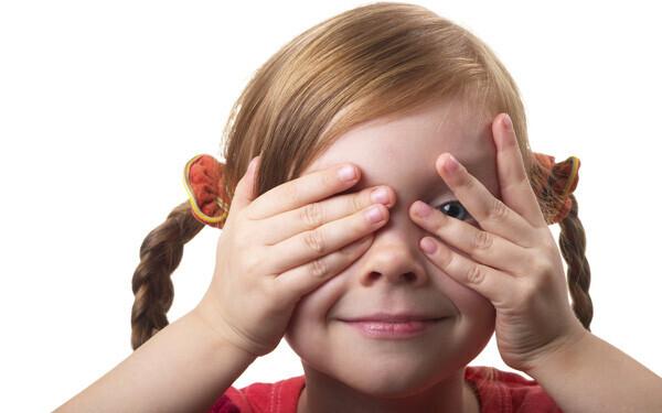 玩具隠しと同じように、「いないいないばあ」にも赤ちゃんの脳をトレーニングし、記憶力を発達させる効果が見込めます