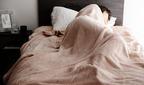 朝ベッドから出られない!? 心地よさ抜群の「伝説の毛布」