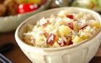 今日の献立はサツマイモがおいしい季節、もち米入りの「サツマイモご飯」